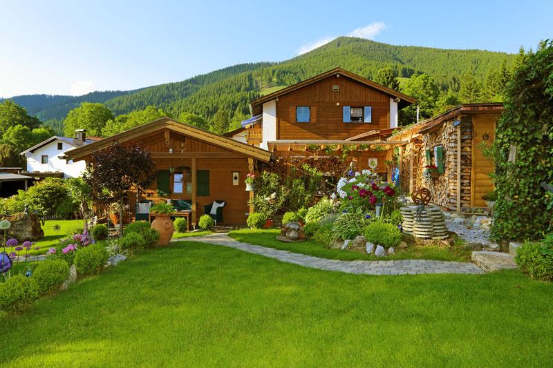 Haus und Garten - Ferienwohnungen Mitteldorf in Oberammergau, Nähe ...